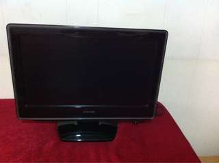 Toshiba 19 inch LCD TV with built-in DVD player with free 10 DVD movies