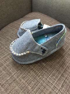 Place Baby Shoes ( 3-6 mos.)