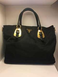 正品 95%新 Prada 降落傘料黑色金扣手挽上膊袋 Handbag