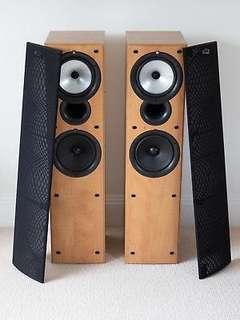 KEF Q55.2 floor stand speaker
