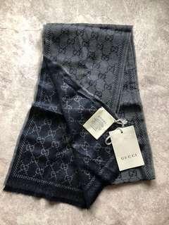 100% real and new Gucci Scarf 雙色頸巾 全新 連紙袋 禮物