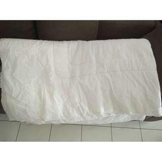 Comforter - White