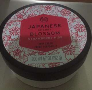 The Body Shop Japanese Cherry Blossom Strawberry Kiss Body cream 20l
