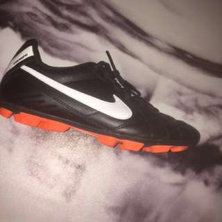 BRAND NEW nike tiempo football boots