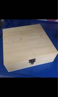 BN large square wooden lid box with lid