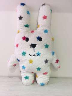 CRAFTHOLIC 宇宙人 七彩星星兔 抱枕 正品