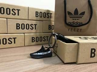 🚚 [FutureStore]❗️少量現貨❗️ Adidas yeezy boost 350 v2 黑白 吊飾 稀有色