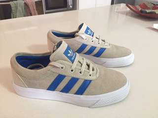 Women's adidas beige and blue trainers sneakers