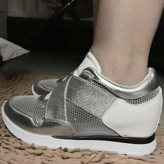 Drop price! GUESS shoes