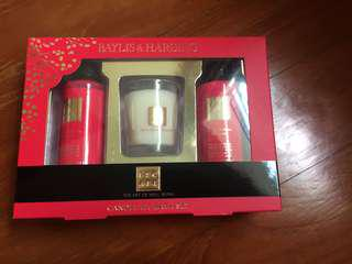 Body shower and Moisturiser Gift Set with candle