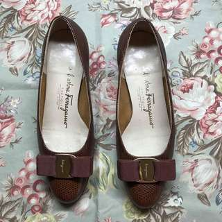Ferragamo brown shoes with bow