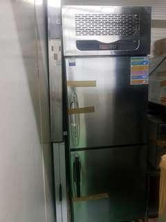 Freezer upright