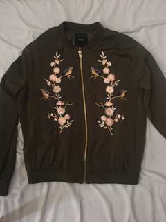 🙆‍♀️ FOREVER21 Army Green Floral Embroidered Bomber Jacket