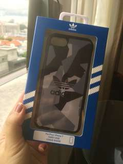 Case iPhone ADIDAS motif army.