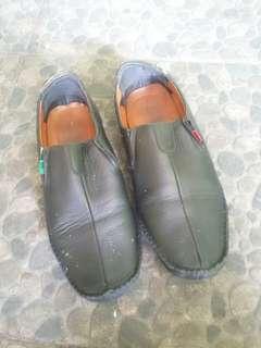 Sepatu kickers pria
