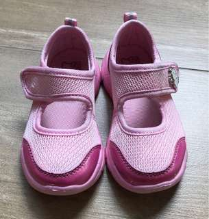 Hello kitty shoes size 6