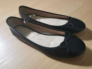 Old Navy Black Ballet Flats