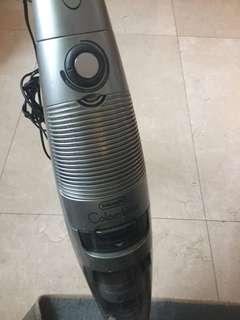Delonghi vacuum cleaner (Disposal Sale)