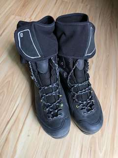 High cut hiking boots