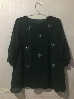Kaos hijau bunga