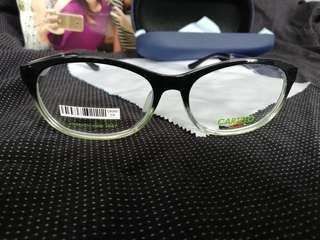 Eyeglass frame
