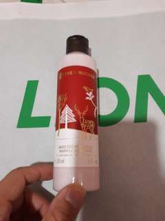 🚚 Yves Rocher marvellous berries perfumed body lotion 200ml