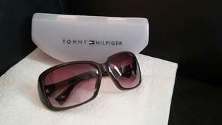 Auth tommy hilfiger sunglasses