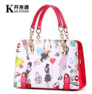 🚚 👜#時尚潮流彩繪手提包👜 $590👜#亮麗好看好搭好提ㄡ時尚,搭什麼服裝都好看,ㄡ不俗,超有時尚風格👜 👜#顏色:紅色,米色,藍色,粉色,紫色,黃色👜