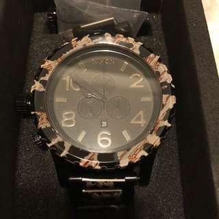 Nixon 豹紋重量級手錶