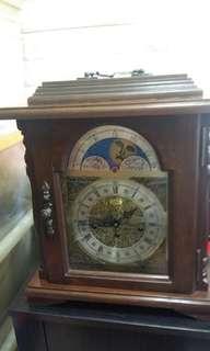 古董鐘三個骨響鬧 全正常準時