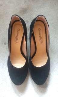 黑色麂皮高跟鞋