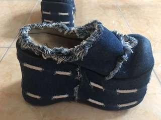 Sandal wedges bahan jeans