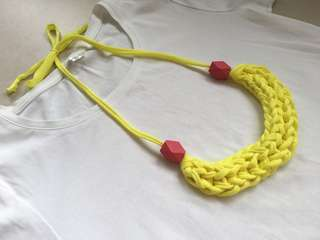 🚚 Handmade T-shirt yarn necklace - Yellow Popsicle