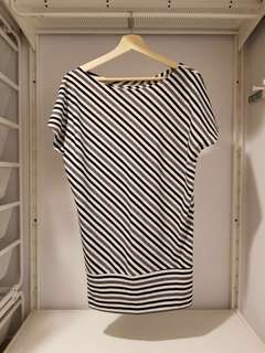 🚚 【YU YU LADIES STYLE】黑白灰斜條紋長版上衣