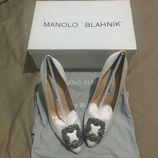 BNIB Manolo Blahnik Hangisi Heels White