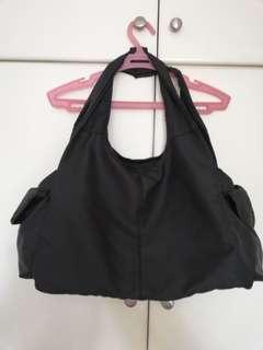 Black handbag with many pockets (waterproof)
