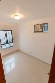 分租免佣Large double bedroom in shared flat, Sheung Wan. With roof terrace & close to MTR & soho