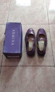 Sepatu ungu polos