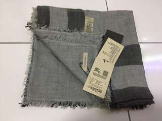 FAST DEAL Authentic Bnwt Burberry Classic Scarf
