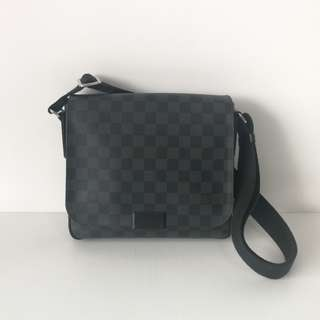 Authentic Louis Vuitton District Pm