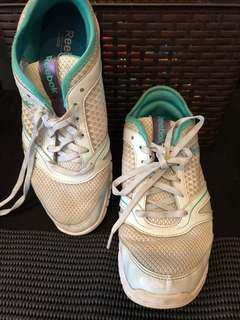AUTHENTIC Reebok running or dance shoes