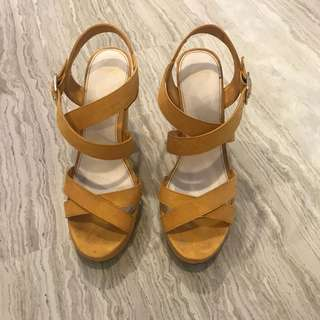 Pull and bear mustard wedges sz 37