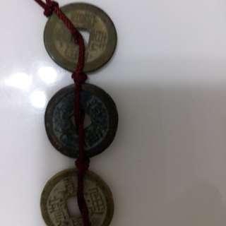 """祖传""""钱到家""""三帝古钱币三枚共售"""