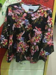 Baju Hitam Motif Bunga Lengan Panjang