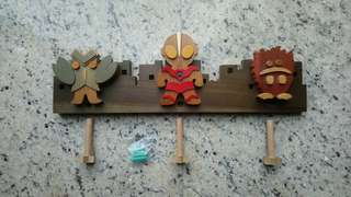 Tsuburaya 超人木制衣架