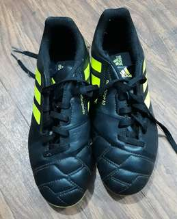 Authentic Adidas Boys Soccer Shoes Size 4 1/2