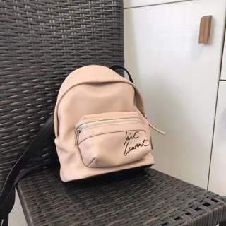 YSL 背包。
