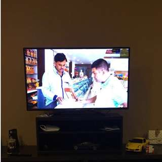 """49"""" Philips TV ..Best working condition.. With TV wall mount"""