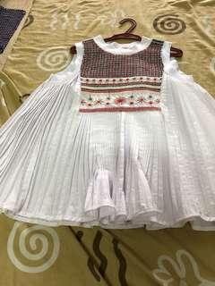 Urduja white embroidered sleeveless to