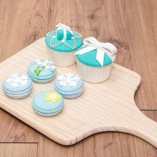 🚚 甜點擺件套組/拍攝道具/擺件(內含馬卡龍*4+杯子蛋糕*2+木頭底盤*1)